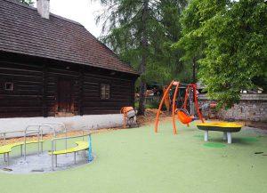 Ogród sensoryczny w MNPE w Wygiełzowie i Zamek Lipowiec, zdj. MNPEiZL