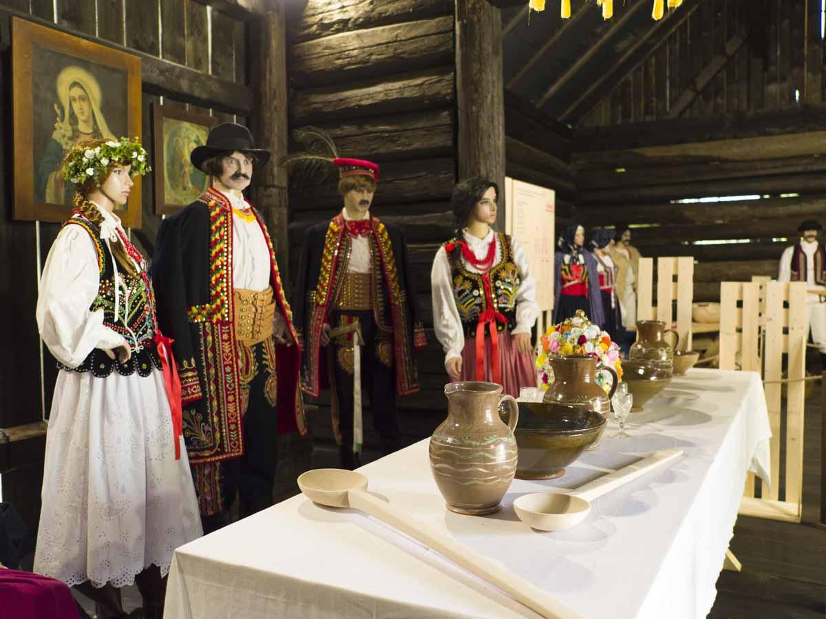 Pogórzanie i Sąsiedzi – wystawa strojów, Szymbark, fot. M.Miłkowski