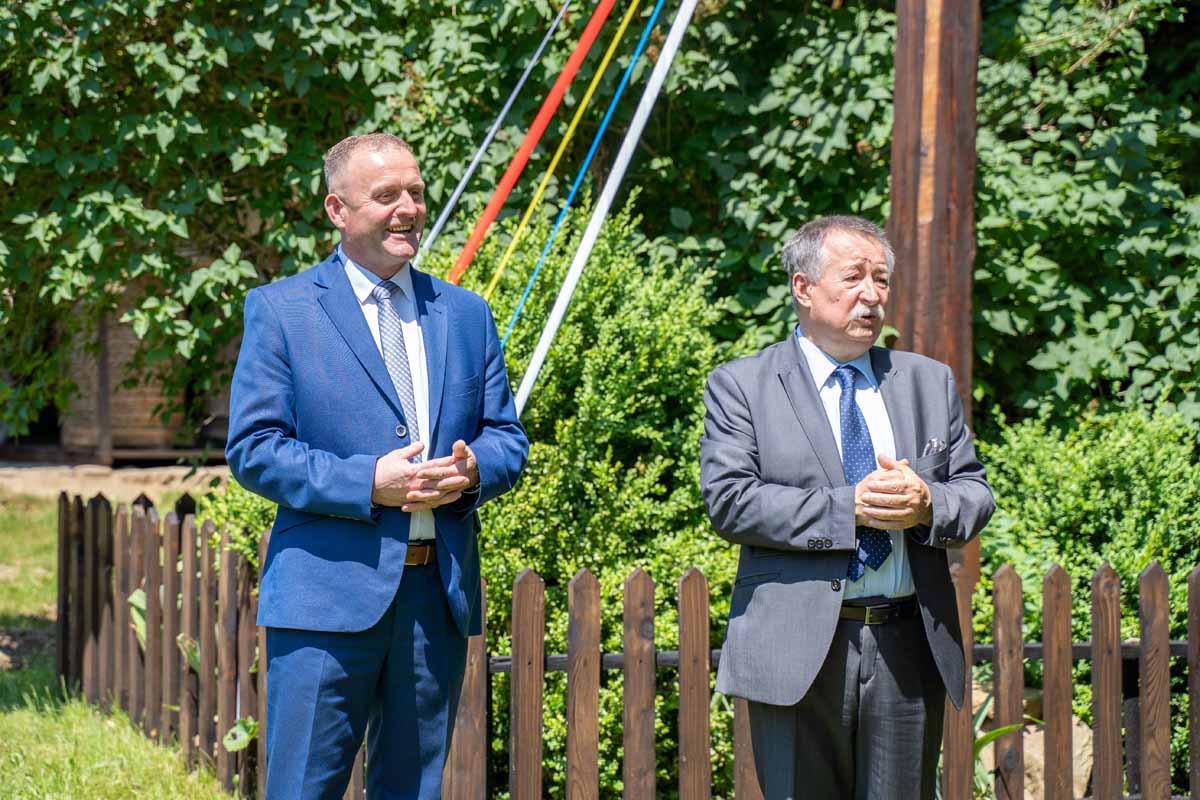 Szymbark - otwarcie pawilonu wystawienniczego z ekspozycją ludowych strojów pogranicza Polski i Słowacji, zdj. Ł.Tokarski